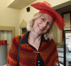 red-hat-and-shawl-bq-brunch